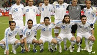 Soccer_Euro_2008_Pr_7244986.jpg ** Soccer Euro 2008 Preview ** Greece's national soccer team is pictured prior to the friendly soccer match between Portugal and Greece in Duesseldorf, Germany, Wednesday, March 26, 2008. Up from left: Paraskevas Antzas, Konstantinos Katsouranis, Angelos Charisteas, Sotirios Kyrgiakos, Antonios Nikopolidis , Angelos Basinas. Down from left: Theofanis Gekas, Christos Patsazoglou, Georgios Karagounis, Ioannis Amanatidis, Vassilis Torosidis. (AP Photo/Martin Meissner)
