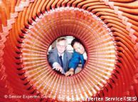 德国专家在陕西一家电子工程企业进行指导