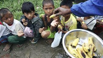 Myanmar Birma Zyklon Verteilung von Lebensmittlen in Rangun