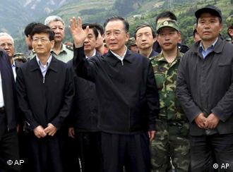 Chinese PM Wen Jiabao visiting Sichuan province after quake