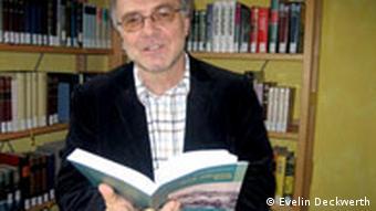 Peter Marxheimer-Müller, duke lexuar para publikut librin e tij Nach Albanien, Karl! Për në Shqipëri, Karl!