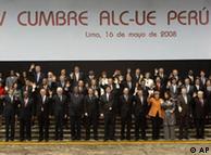 Imagen de los líderes europeos y latinoamericanos, participantes en la Cumbre de la UE y América Latina en Lima (2008).