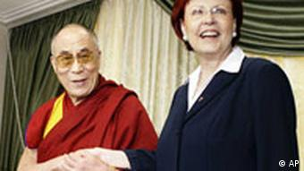 Deutschland China Tibet Dalai Lama bei Heidemarie Wieczorek-Zeul in Berlin