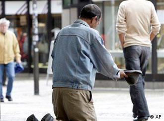 Bettler auf der Strasse (AP Photo/Martin Meissner, File)