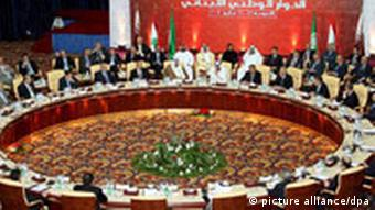 A general view show In front - Qatari Emir Sheik Hamad bin Khalifa al- Tani Qatari (C) Qatari Prime and Foreign Minister Sheik Hamad bin Jassem Al Thani (2nd L) Arab League secretary general Amr mussa (2nd R) are sit at left, Lebanese prime minister Fouad Siniora (L) Lebanese parliament speaker Nabih Berri , during the final section of Lebanese national dialogue between the Lebanese opposition and pro-government in Doha Qatar 21 May 2008. The Lebanese rivals leader sign the agreement in Doha to day, Sheikh Hamad announcing the agreement, electing General Michel Suleiman will take place in the upcoming 24 hours and forming a national goverment, adopting 1960 law parliament election. EPA/NABIL MOUNZER +++(c) dpa - Report+++