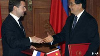 Dmitry Medvedev and Hu Jintao