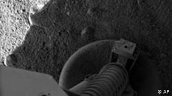 Ein Bild von ganz weit weg: 'Phoenix' hat seinen Fuß auf die Mars-Oberfläche gesetzt - AP