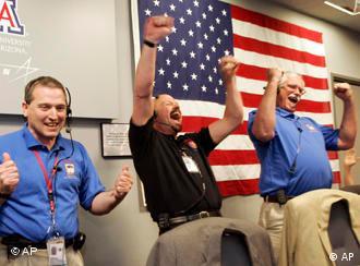 Die NASA-Forscher feiern die Landung - AP