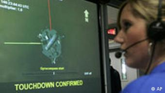 Eine NASA-Wissenschaftlerin überwacht die Landung - AP