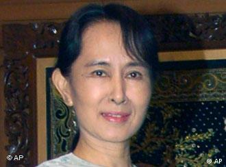 Former world leaders want Aung San Suu Kyi to be released along with 2000 other political prisoners