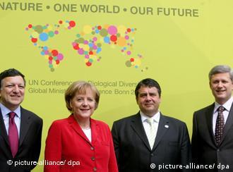 (De izqu. a der.) S. Gabriel , ministro alemán de Medio Ambiente, Angela Merkel, canciller alemana, S. Harper, primer ministro de Canadá Jose Manuel Barroso, presidente de la UE.