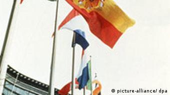 Spanien tritt die EU bei 1985 Flaggen in Brüssel