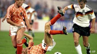 Borba za loptu njemačkog i nizozemskih igrača na prošlom Europskom prvenstvu.