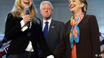 Hillary Clinton bei Rede in Sioux Falls mit Bill Clinton und Tochter Chelsea