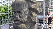 Deutschland Karl Marx Denkmal in Chemnitz Temporary Museum of Modern Marx