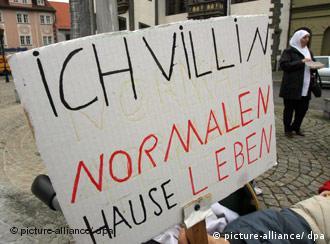 تظاهرات پناهجویان در اعتراض به وضعیت یکی از کمپهای پناهندگی در آلمان
