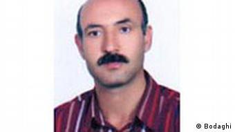 رسول بداقی معلم زندانی که به دلیل غیبت ناموجه و طولانی از کار هم اخراج شد