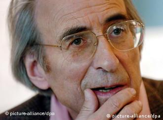 Der Autor Peter Rühmkorf (78), aufgenommen während einer Pressekonferenz in Hamburg (Archivfoto vom 20.10.2004). +++(c) dpa - Bildfunk+++