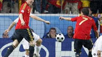 Spain's David Villa, right, celebrates with teammate Fernando Torres after Villa scored the opening goal during the group D match between Spain and Russia in Innsbruck, Austria, Tuesday, June 10, 2008, at the Euro 2008 European Soccer Championships