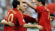 Freude Spanien.jpg Spain's Cesc Fabregas, left, celebrates after scoring a goal with fellow team member Xavi Fernandez, right, during the group D match between Spain and Russia in Innsbruck, Austria, Tuesday, June 10, 2008, at the Euro 2008 European Soccer Championships in Austria and Switzerland. (AP Photo/Martin Meissner)