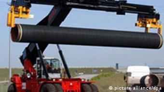 Erste Stahlrohre zum Bau der Ostsee-Pipeline in Sassnitz, Rügen