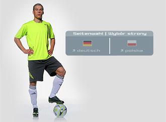 A página de Podolski obriga à uma escolha que o próprio jogador teve que  fazer  alemão ou polonês  8ec98901fa564