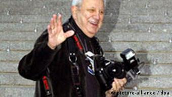 Vanity Fair Party - Ron Galella US paparazzi legend Ron Galella arrives to photograph the 2006 Vanity Fair Tribeca Film Festival Party in New York, Wednesday 26 April 2006. EPA/JASON SZENES +++(c) dpa - Report+++