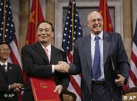 US-Finanzminister Henry Paulson und der chinesische Vize-Premier Wang Qishan (Juni 2008, Quelle: AP)