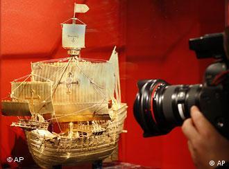 Acervo tem réplica em ouro do navio Santa Maria