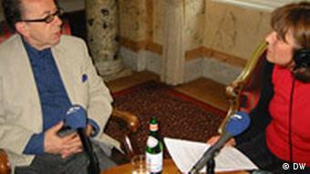Der albanische Schriftsteller Ismail Kadare im Gespräch mit Mimoza Cika-Kelmendi