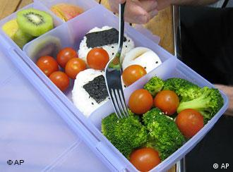 التغذية الصحية والمتوازنة تعد منشطا للمخ وتزيد قدرة الدماغ على العمل والتركيز