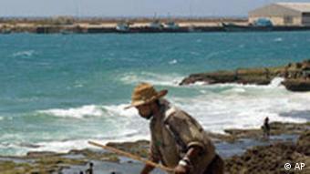 Mann am Strand von Puntland (Foto: AP)