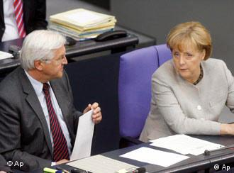 Steinmeier and Merkel sitting next to each other in parliament