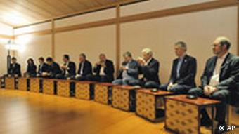 G8 foreign ministers have tea in Kyoto