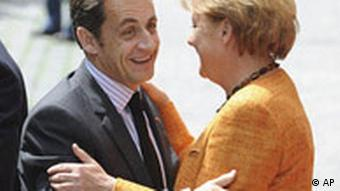 Merkel and Sarkozy in warm welcome