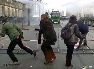 Demonstrators errect barricades as they clash with police