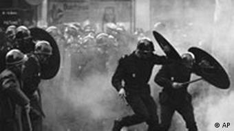 Polizeieinsatz waehrend einer Studentendemonstration am 6. Mai 1968 in Paris