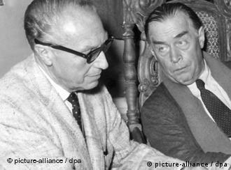 Douglas Sirk und Autor Erich Maria Remarque im Gespräch