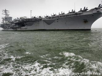获准停靠在香港的美国尼米茨号航空母舰