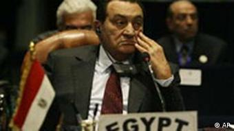Hosni Mubarak Afrikanische Union Gipfel in Scharm el Scheich Ägypten Egyptian President Hosni Mubarak attends the closing session of the African Union summit in Sharm el-Sheikh, Egypt, Tuesday, July 1, 2008. Prospects for a peaceful deal between Zimbabwe President Robert Mugabe and his top opponent appeared to grow more distant Tuesday despite efforts by African leaders at the summit.(AP Photo/Nasser Nasser)