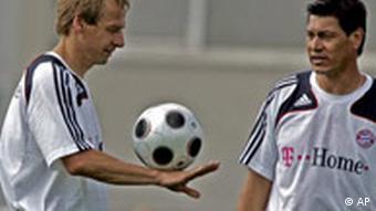 Jürgen Klinsmann und Martin Vasquez beim FC Bayern München Training Bundesliga