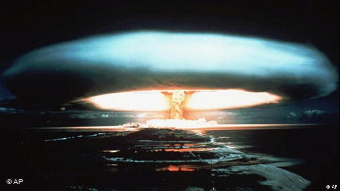 Atomexplosion im Mururoa Atoll 1971 (AP)