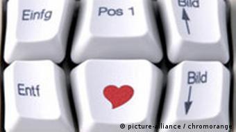 Computertastatur mit Herz Symbol