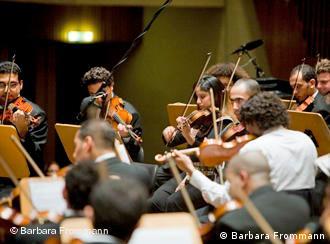اوركسترات مشهورة وأسماء لامعة في مهرجان بيتهوفن 2008 Dw عربية رؤية أخرى للأحداث في ألمانيا والعالم العربي Dw 07 09 2008