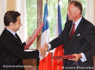 UE: de Francia a la República Checa. (Foto de archivo sobre firma de un tratado de cooperación entre Francia y la Rep. Checa)