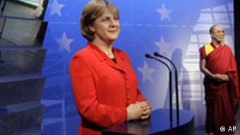 Unumstritten: Angela Merkel und der Dalai Lama, Quelle: AP