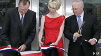 Former U.S. President George Bush, Sue Timken, wife of the U.S. ambassador to Germany and U.S. ambassador to Germany William Timken, from left to right, cut the ribbon in front of the entrance of the U.S. Embassy