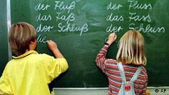 Schüler üben die neue Rechtschreibung