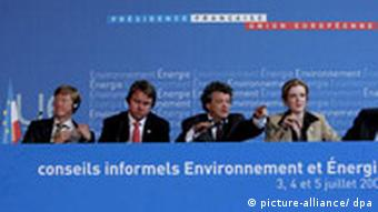 French Minister for Ecology Jean-Louis Borloo (C), French secretary of state in charge of ecology Nathalie Kosciusko-Morizet (2-R), European Deputy Stavros Dimas (R), Czech Republic Minister for Environment Martin Bursik (2-L) and Sweden Minister for Environment Carlgren Andreas (L) attend a press conference during the Informal Council of European Minister of Environment at the Saint Cloud parc, near Paris,
