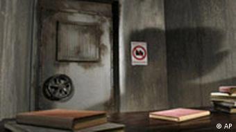 Nach dem Anschlag: Bunker ohne Führer, Quelle: AP